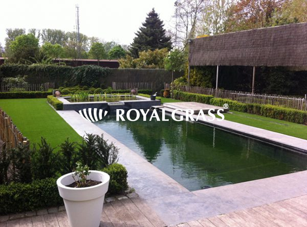 Project: Kunstgras rondom vijver met Royal Grass Silk